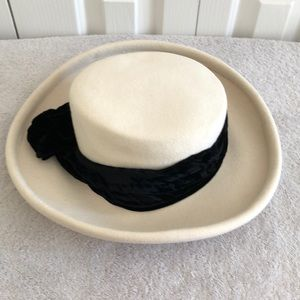 Bollman cream colored hat with black tie